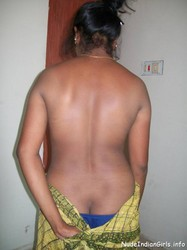 Sexy Mallu Aunty Showing Her boobs & Behind Ass Pics