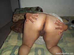 Hot Wife SHowing Her Big Ass & Wet Pussy Pics