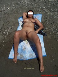 Sexy Wife Showing her Boobs & Pussy Outside In Beach Pics