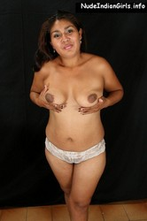 Hot Aunty  Showing Her Big Browny Boobs Pics