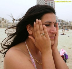 Aunty On a Beach Showing her White Body Pics