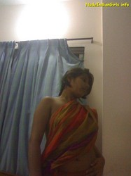 Naughty Wife Showing her Seductive Boobs in Saree Pics