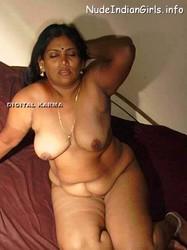Mallu Aunty Showing her Big Boob & Ass Pics