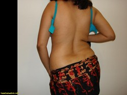 Aunty in Black Saree SHowing her Big Ass Pics