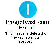 Aunty in A Colourful Saree Showing her Big Stomach Pics